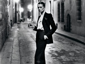 43747-Helmut_Newton_French_Vogue_Rue_Aubroit_Paris_1975