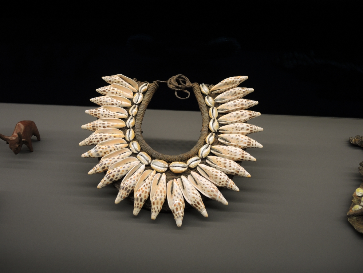 D. Hirst_Shell necklace